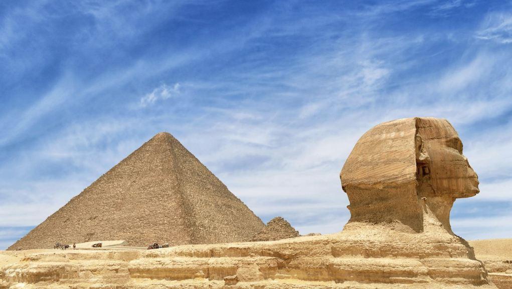 Сфинкса и пирамидите в Гиза